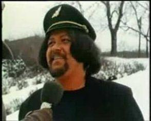 """Heide-Stten Jr. som den kjente """"spantax-piloten"""" i Etter Dagsrevyen, 1978. Foto: NRK"""